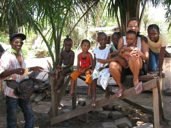 Surinam: Nice local family of the tourguide in her own village Witagron