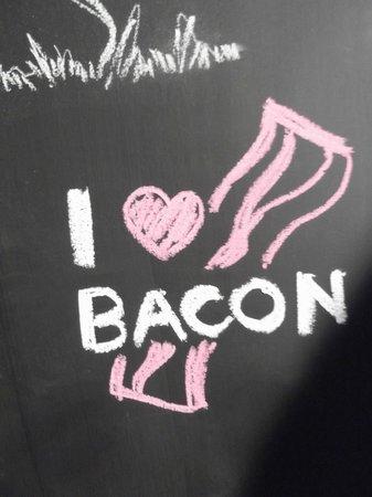 Deliciosa Sandwicheria y Deli : Chalkboard-wall art (my contribution)