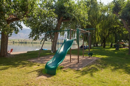 The Lakeside Resort : kids play here