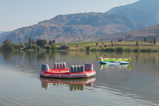 The Lakeside Resort : float friendly