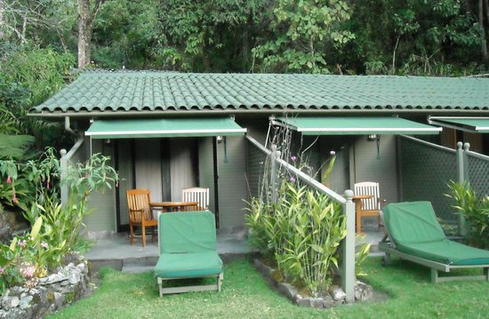 Belmond Sanctuary Lodge: some rooms and their gardens