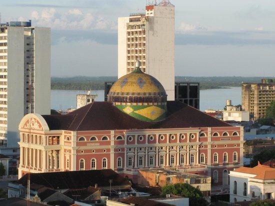 Hotel Saint Paul: Teatro Amazonas e Rio Negro ao fundo, vistos da janela do quarto