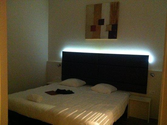 BEST WESTERN Zaan Inn: Big bed.