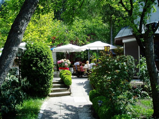 Restaurant Bachler: Unser verträumter Gastgarten zum Ausspannen und Genießen