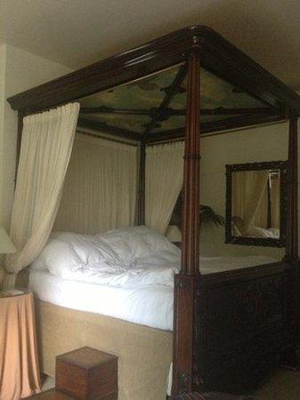 Portobello Hotel: four poster bed