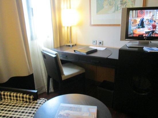NH Ciudad de Valencia: Bedroom