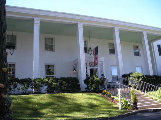 Historic General Lewis Inn: General Lewis Inn