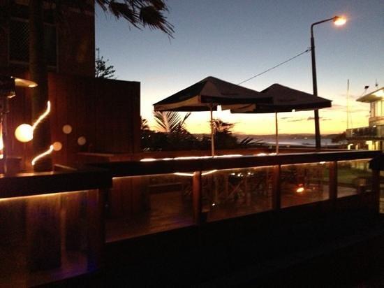 كوميون - جولد كوست: pool deck view