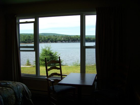 St Ann's Motel & Cottage: View of the Lake from room #8