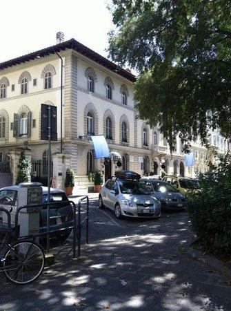 Hotel Regency : The outside.