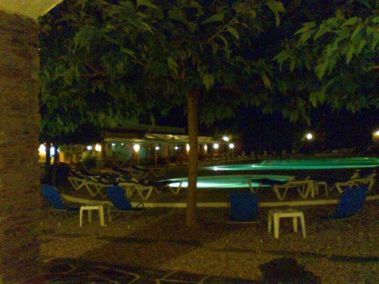 Hotel Calina : Vista nocturna piscina