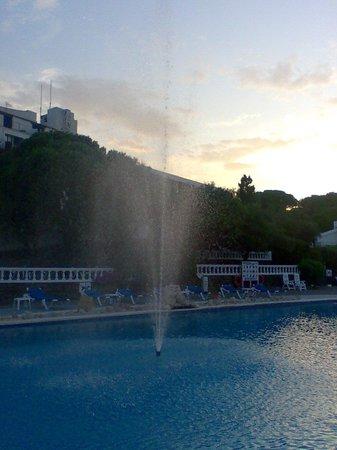 Hotel Calina : Amanece en la piscina