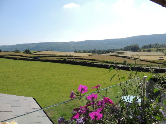 Browside & Underwood Self Catering Cottages: view from the garden