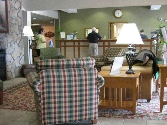 Coshocton Village Inn & Suites: Reception area