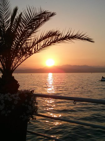 Flaminia Hotel: lovely sunsets from the terrace