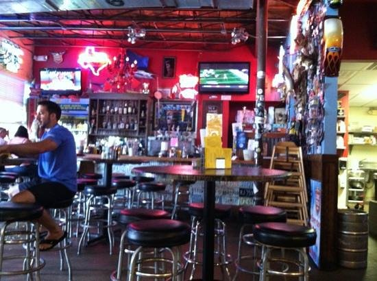 Rooster's Roadhouse: Very cool bar and decorations