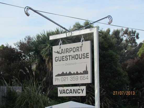 Airport Guesthouse Bed & Breakfast: Welcome to AIRPORT GUESTHOUSE