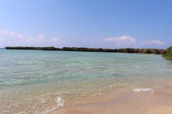Azura Quilalea Private Island: Walk around the island