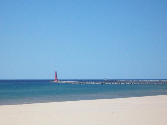 Pere Marquette Park: View of the Pere from the beach to the south