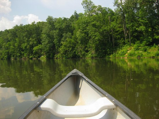 Shawnee Lodge and Conference Center: Canoe hire on lake