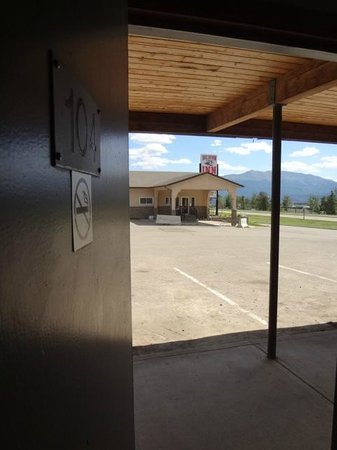 Big Horn Inn: 780-827-3744