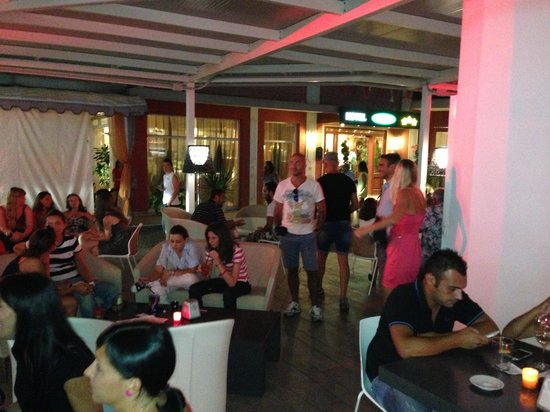 Hotel Helvetia: Il bar in notturna