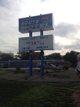 Historic Route 66 Motel : The sign.