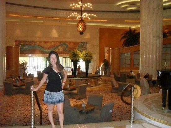 Grand Hyatt Dubai: Entrada do hotel. Lustre luxuos,o me lembrou um abacaxi.