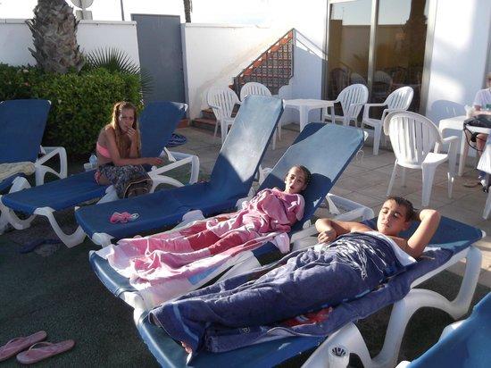 Hotel ATH Roquetas de Mar: piscina del hotel