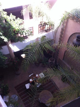 Riad Mur Akush : The fresh patio where they serve you generous breakfasts
