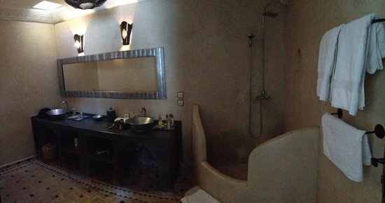 Riad Mur Akush : The bathroom of the Grand Suite Amel