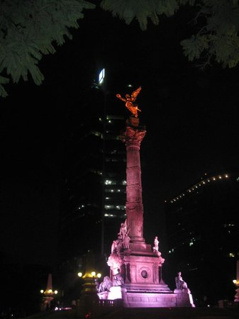 Suites Del Angel: Angel de la Independencia Noche