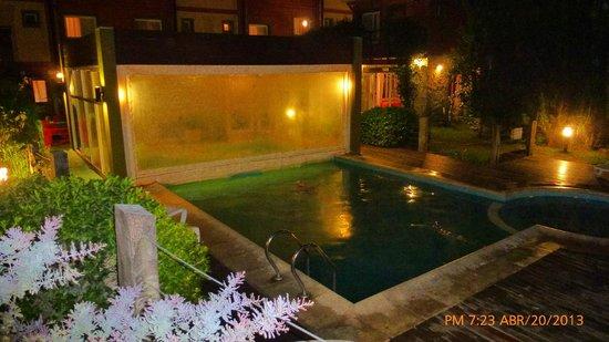 Valeria House: Piscina Climatizada Nocturna