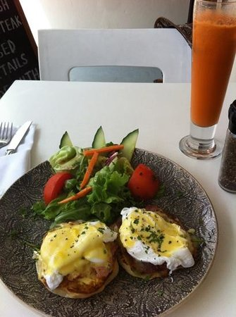 Shelley's: Eggs Benedict and carrot/ginger juice