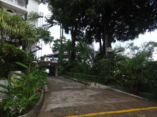 La Mariposa Hotel: entry