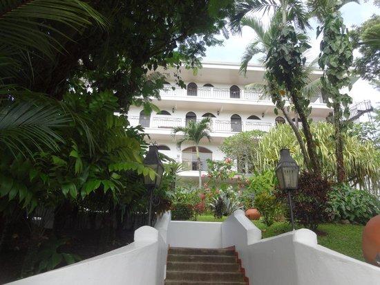 La Mariposa Hotel: Steep entry
