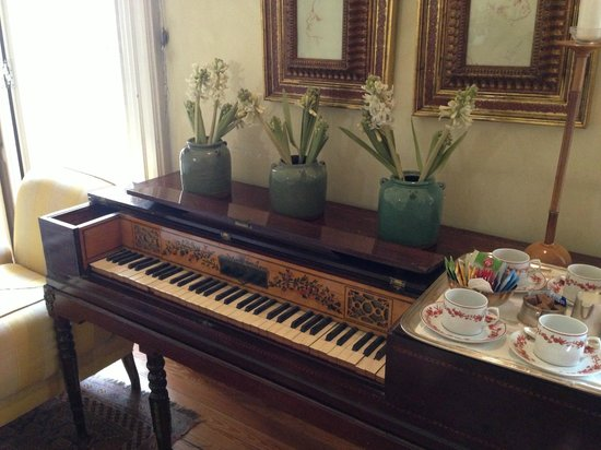 Casa de Madrid: the piano in the dining room