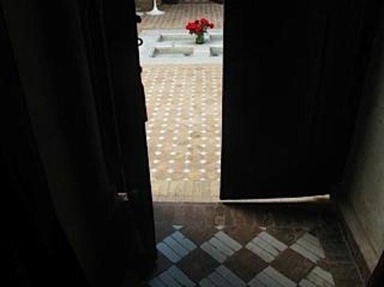 Riad Magellan: Door to courtyard