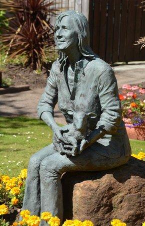 The Ugadale Hotel & Cottages: Linda McCartney statue