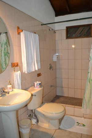 Suizo Loco Lodge Hotel & Resort: Bathroom