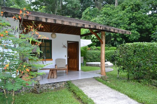 Suizo Loco Lodge Hotel & Resort: Front of room/patio