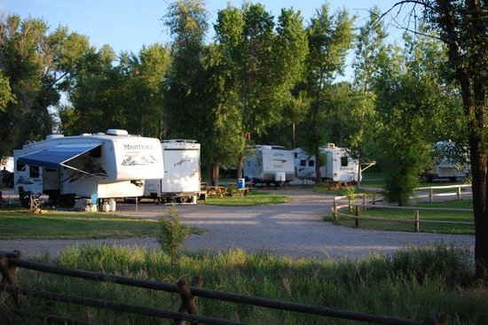 Mountain River Ranch-Dinner Theatre: Rv park