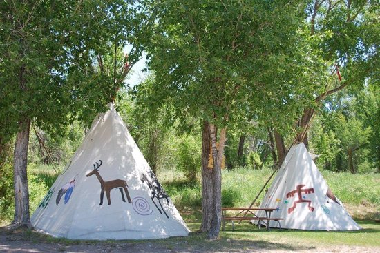 Mountain River Ranch-Dinner Theatre: Teepees