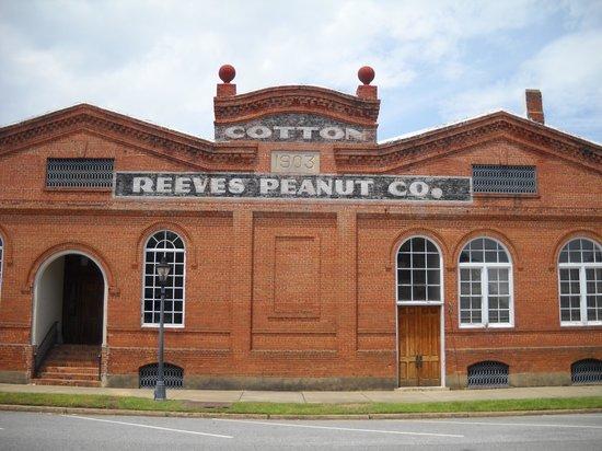 Quality Inn & Suites Eufaula : old cotton & peanut company