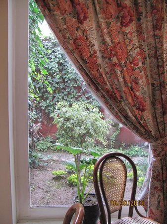 Hostal de La Rabida: Looking at the garden from the dining room.