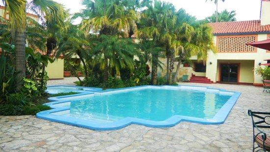 La Posada: Pool at the hotel