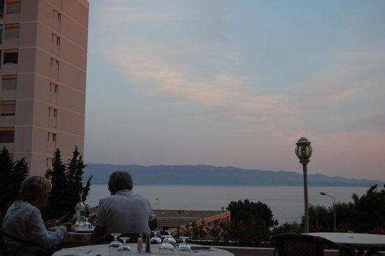 Hotel Sun Beach : View from restaurant patio