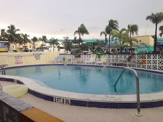 Shipwreck Motel : piscina