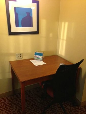 TownePlace Suites Cleveland Streetsboro : Work Area