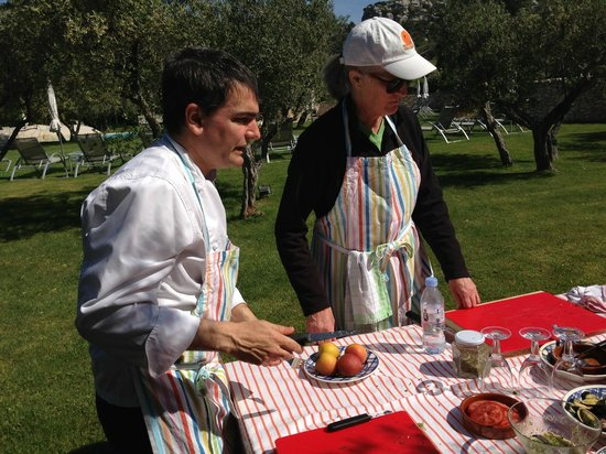 Mas de l'Oulivie : Cooking Class in the olive orchard